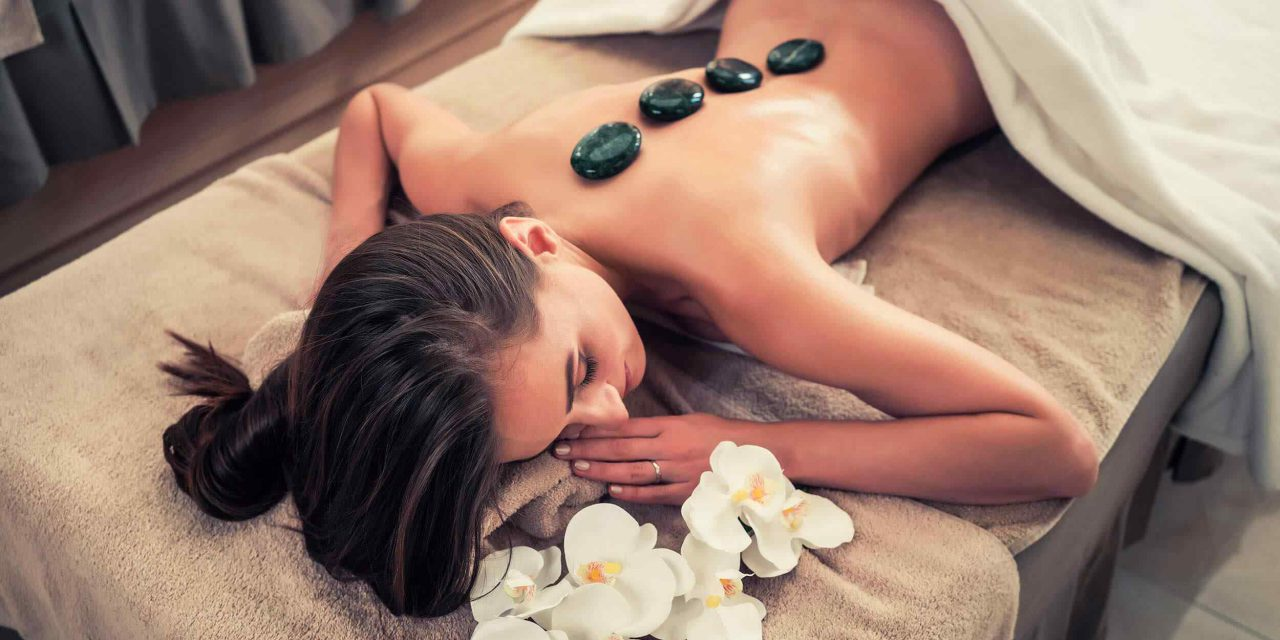 https://klinikasienna.pl/wp-content/uploads/2018/10/spa-stone-massage-3-1280x640.jpg